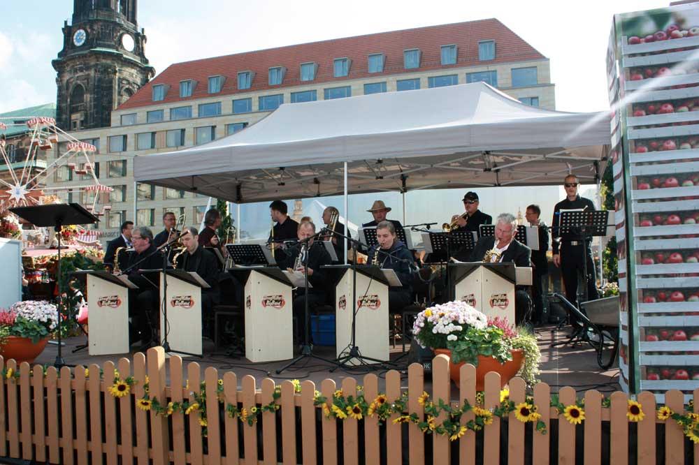 Drugmillers Bigband auf dem Herbstfest Dresden Altmarkt